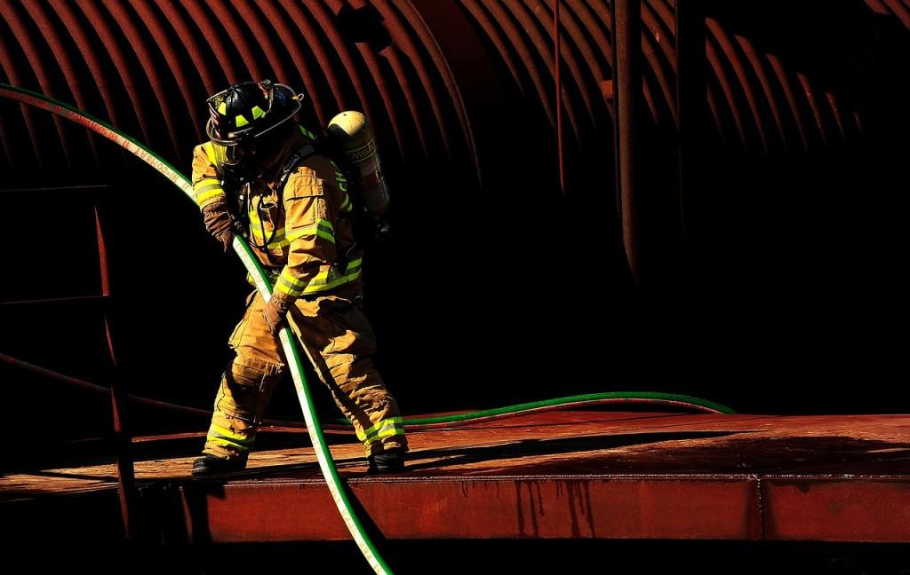 firefighter-816590_1280
